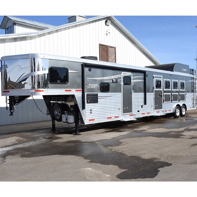 2018 Lakota Charger 4 Horse 15 Lq With Bunk Beds Slide Out