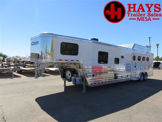 2018 Cimarron 15ft sw 4 horse with fold down bunk,sofa&dinette!