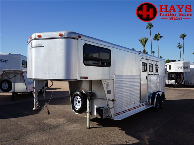1996 Sundowner 3 horse gn w/ dressing room and mid tack