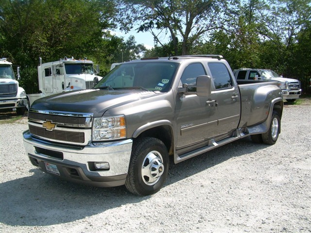 2012 chevrolet 4x4 crew cab dually. Black Bedroom Furniture Sets. Home Design Ideas